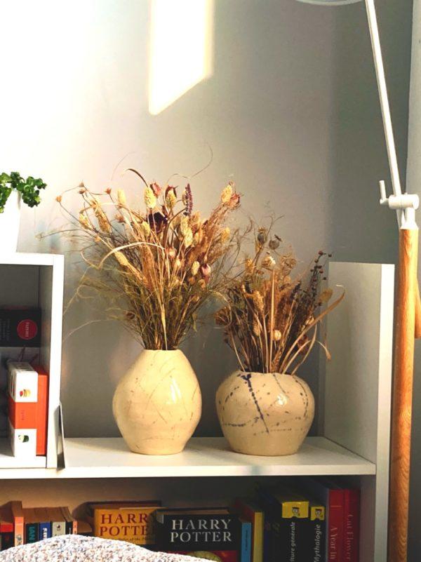 Bouquets de fleurs séchées locales ginger flower et vase céramique